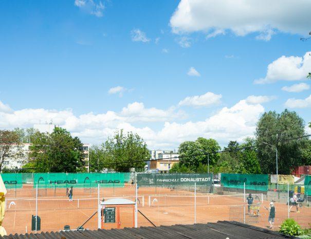 Tennisplatz in Sichtweite